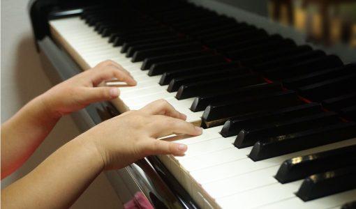 ピアノ演奏 両手となるとちょっと困る!